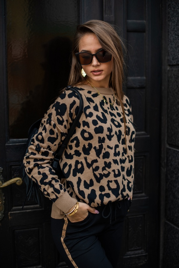 Sweter panther camel 1