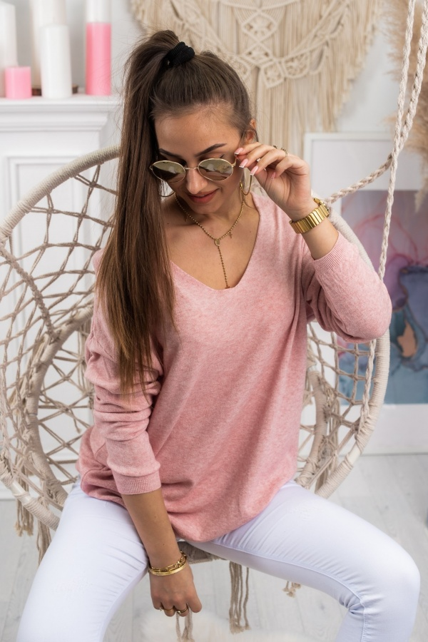 Sweter basic v pudrowy